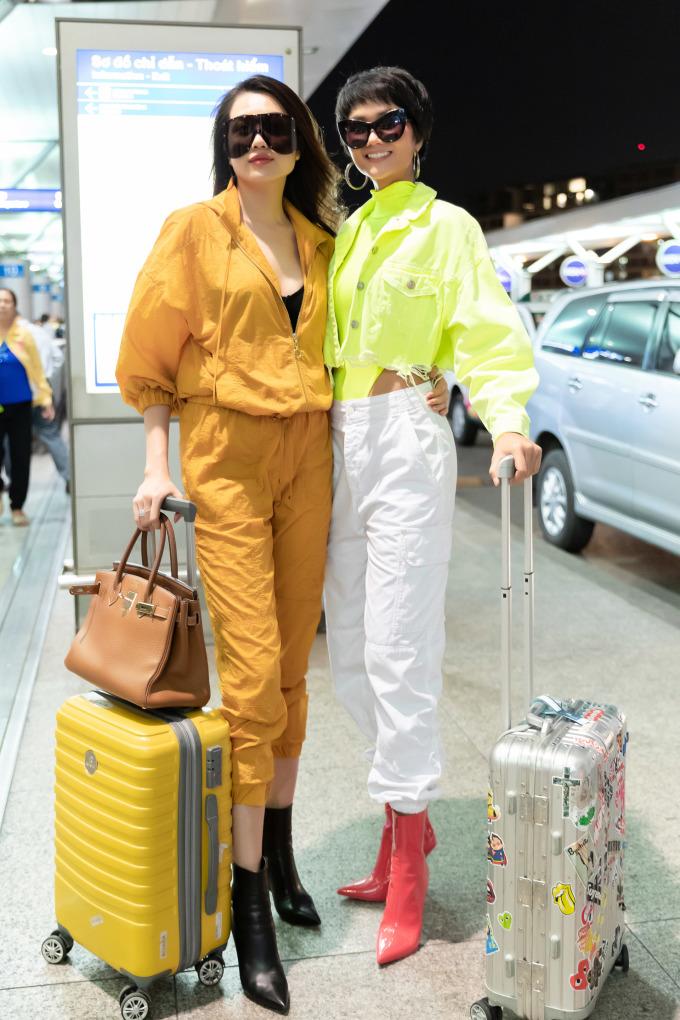 <p> Cả hai bật mí đã cùng nhau đi shopping chuẩn bị cho chuyến đi Australia, hứa hẹn có những bộ ảnh đẹp tại đây.</p>