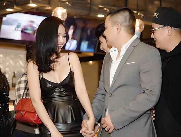 Vợ chồng diễn viên Kim Hiền lâu lắm mới xuất hiện.