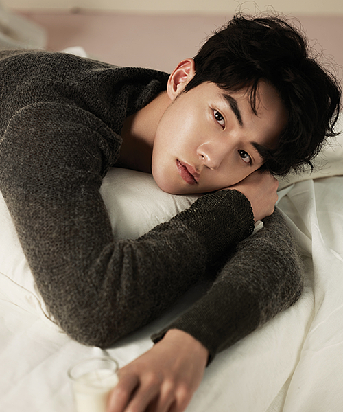 Khởi nghiệp từ nghề người mẫu, Nam Joo Hyuk đang là diễn viên trẻ đắt show ở cả lĩnh vực điện ảnh lẫn truyền hình. Anh chàng tiết lộ bản thân là người khá nhút nhát,không giỏi thể hiện cảm xúc. Nhưng khi đã yêu, Joo Hyuk thường thể hiện thẳng thắn, thể hiện hết tình cảm chứ không lòng vòng.