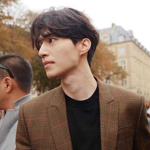 Thần chết Lee Dong Wook tiết lộ trong một bài phỏng vấn: Tôi sẽ thể hiện rõ ràng nếu có tình cảm với ai đó và thường là người tỏ tình trước. Tôi không làm trò đưa đẩy đang hẹn hò đâu.