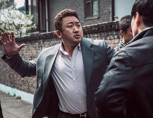 Vì tính chất đặc biệt của ngoại hình nhân vật, fan Hàn cho rằng nam diễn viên Ma Dong Suk rất hợp vào vai gã khổng lồ Hulk.