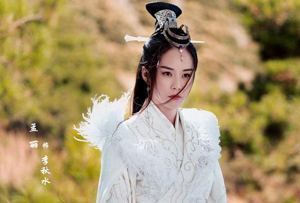 Lý Thu Thủy cũng là một trong những mỹ nhân của Thiên long bát bộ. Trong phiên bản mới này, Lý Thu Thủy được giao cho nữ diễn viên trẻ Mạnh Lệ. Tạo hình của cô trong phim nhận được nhiều lời khen.