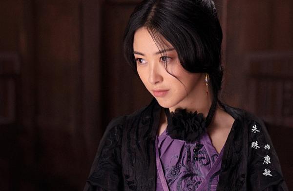 Chu Châu vào vai Khang Mẫn. Xuất thân là một người mẫu, cô dễ dàng chinh phục khán giả nhờ ngoại hình của mình.