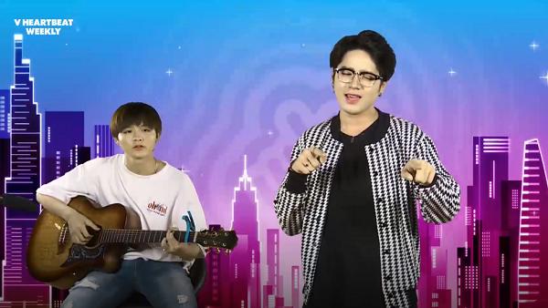 Mở đầu chương trình, MC Leo thể hiện ca khúc... theo phong cách Accoustic. Chàng trai đệm đàn guitar hát bè cho ca sĩ, cả hai kết hợp ăn ý trong phần trình diễn.