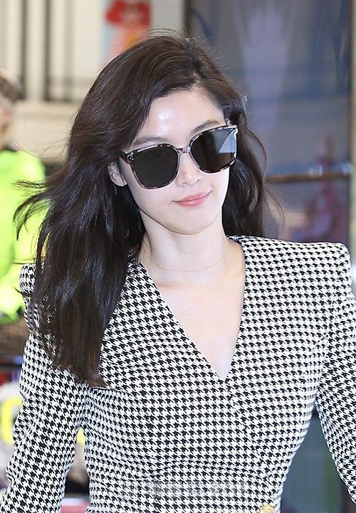 Jeon Ji Hyun tỏa sáng trong mọi khung hình, xứng đáng với danh hiệu đại mỹ nhân của làng điện ảnh Hàn Quốc.