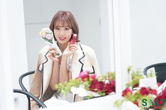 Quyết định cắt tóc ngắn, nhuộm màu nổi của Park Shin Hye được nhận xét là dũng cảm. Các fan thích thú khi chứng kiến hình tượng mới lạ, khác biệt sau nhiều năm debut.