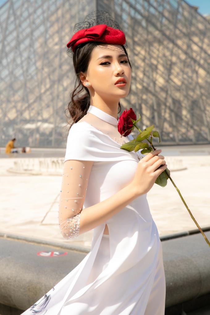 <p> Quỳnh Hoa khoe nét dịu dàng.</p>