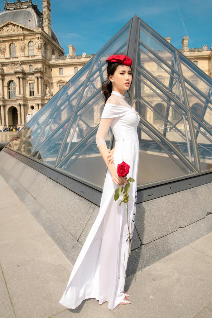 Quỳnh Hoa hóa quý cô mong manh, sang chảnh ở Paris