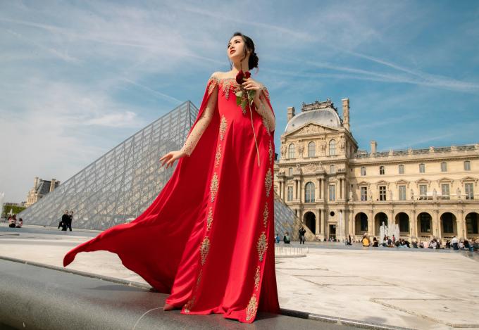 <p> Trang phục với tông màu trắng, nude nhẹ nhàng đến đỏ quyến rũ đều tôn được nước da sáng của người mẫu 9x.</p>
