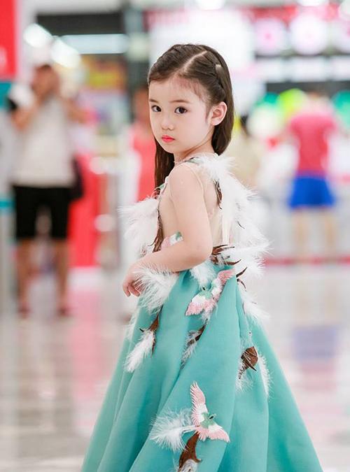 Ngoài việc đi học hàng ngày, Bảo Anh vẫn thường dành thời gian để tham gia trình diễn trong nhiều show thời trang lớn.