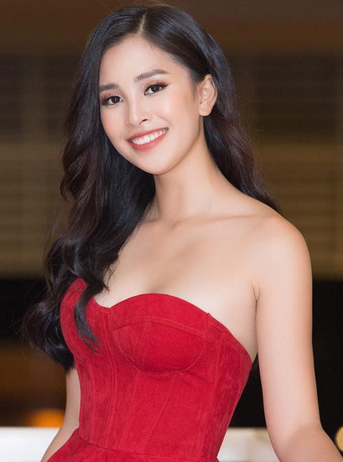 Hoa hậu Việt Nam 2018 cũng từng thử nghiệm màu son cam đỏ nhẹ nhàng và nhận được nhiều lời khen ngợi.