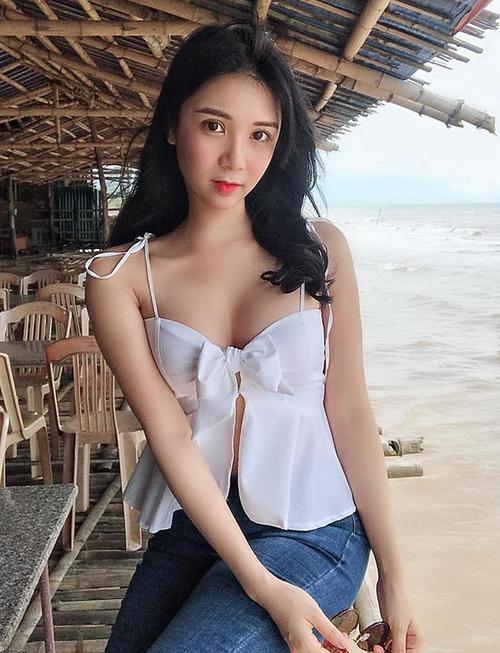 Áo của Thanh Bi được nhiều người nhận xét là gió thổi cũng bay.