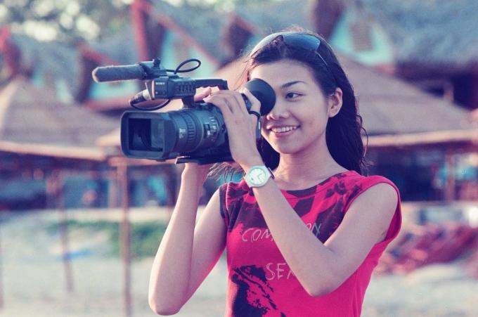 <p> Nhan sắc mộc mạc với nước da ngăm, khuôn miệng rộng của Thanh Hằng thời điểm vừa đăng quang Hoa hậu Phụ nữ Việt Nam qua ảnh 2002 còn gây nhiều tranh cãi.</p>