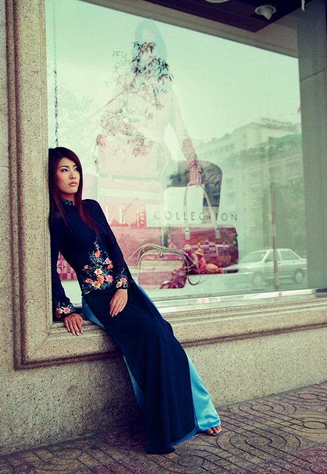 <p> Người mẫu Thanh Hoài mặc áo dài của NTK Thuận Việt chụp hình năm 2001. Lúc này, cô ở đỉnh cao của sự nghiệp. Năm 2005, cô đăng quang Á hậu Phụ nữ Việt Nam qua ảnh. Hiện tại, Thanh Hoài sống kín tiếng. Thi thoảng, cô nhận lời mời làm đi chụp mẫu cho các BST thời trang.</p>