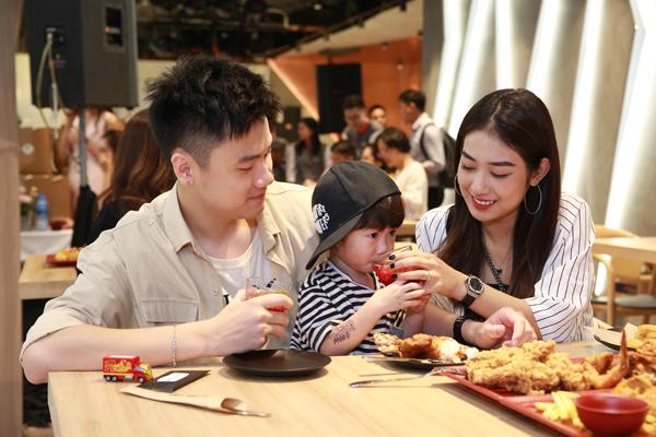 Chuỗi nhà hàng sẽ đặt tại các trung tâm mua sắm, vui chơi giải trí lớn, hướng đến khách hàng mục tiêu là các cá nhân và gia đình trẻ.
