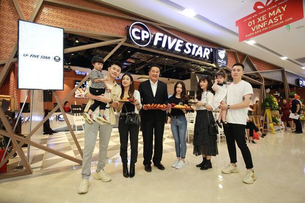 Gia nhập thị trường đồ ăn nhanh tại Việt Nam với nhà hàng đầu tiên tại Vincom Sky Lake Phạm Hùng,  C.P. Five Star   Phở Đi gây ấn tượng bởi thực đơn đa dạng, vừa lạ vừa quen.