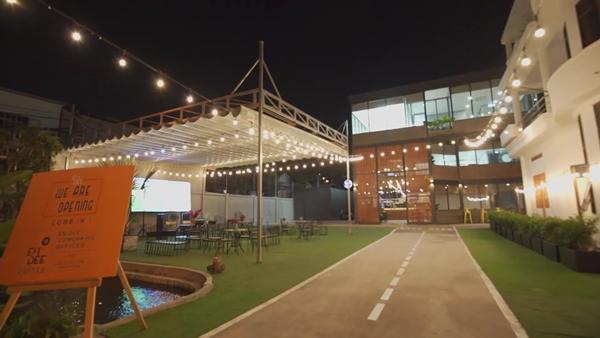 Thoát ra khỏi những khuôn khổ tổ chức Prom trước đây, Midnight Circus Prom 2019 sẽ lần đầu tiên được tổ chức ngoài trời. Với một không gian xanh, rộng rãi, gần gũi với thiên nhiên, hứa hẹn sẽ mang đến cho người tham dự một đêm prom đáng nhớ.