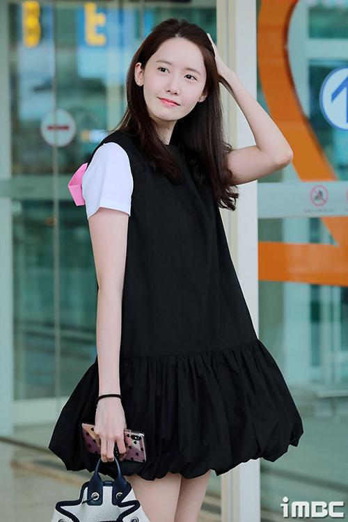 Yoon Ah trang điểm rất nhạt nhưng vẫn được khen ngợi bởi nét đẹp tự nhiên.
