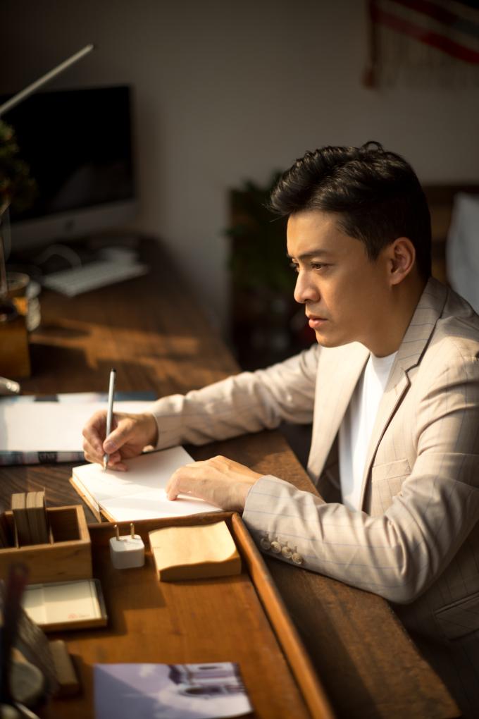 """<p> 2018 ca sĩ Lam Trường quay trở lại âm nhạc mạnh mẽ. Anh tung MV """"Giấc mơ tuyệt vời"""", làm HLV Giọng hát Việt, đặc biệt là dự án """"Lam Trường 9pm live"""" - làm mới các bài hit trong sự nghiệp.</p>"""