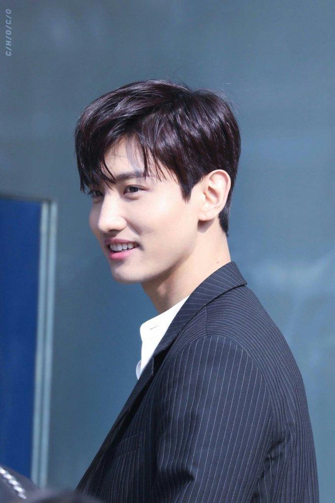 <p> Chang Min (TVXQ) được nhân viên của SM tuyển chọn khi đang chơi cầu lông nhưng anh từ chối tham gia thi tuyển. Khi mẹ của anh chàng biết chuyện đã nhanh chóng bắt anh nhận lời vì bà là một fan của nữ ca sĩ BoA. Trong cuộc thi, khi được yêu cầu thể hiện tài năng nhảy, thành viên TVXQ chỉ đứng vỗ tay nhưng vẫn được cho qua. Anh chàng ẵm giải Best Singer và Best Artist rồi được ký hợp đồng với SM.</p>