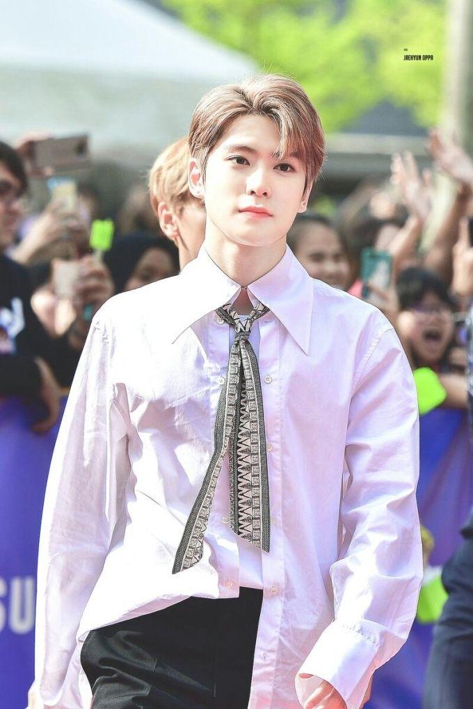 <p> Jae Hyun ban đầu được đào tạo rap, nhưng lại ra mắt làm một thành viên hát chính. Tham gia đại hội thể thao idol, Jae Hyun đã dành riêng 3 tuần học ném bowling và phá kỷ lục của chương trình. Khả năng vũ đạo và phong thái trình diễn trên sân khấu của nam idol cũng rất hoàn hảo. Jae Hyun được ca ngợi là chàng trai toàn năng, không tìm thấy điểm yếu của nhà SM.</p>
