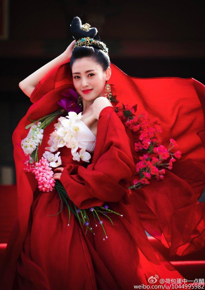 <p> ''Thái tử phi'' Trương Thiên Ái để lại ấn tượng sâu sắc trong lòng khán giả nhờ ngoại hình xinh đẹp, tính cách tưng tửng khó đỡ.</p>