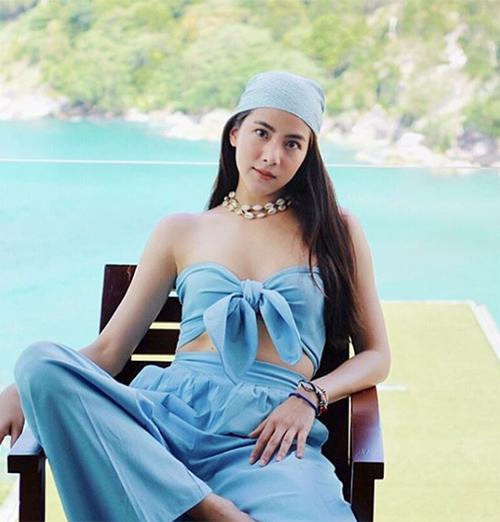 Đừng quên xu hướng áo quây thắt nơ, quần ống rộng - những món đồ đang được hot girl Thái ưa chuộng nhất hè này.