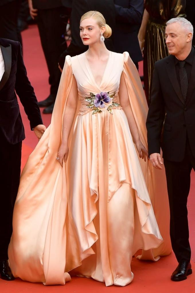 <p> Khai mạc LHP Cannes thường niên lần thứ 72 diễn ra vào ngày 14/5 tại Palais des Festivals, Cannes. Nhiều ngôi sao Âu Á xuất hiện trên thảm đỏ với phong cách gợi cảm, sang trọng.</p>