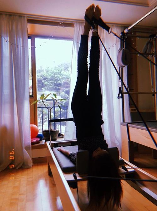 Dara khoe ảnh tập pilates để giữ dáng.
