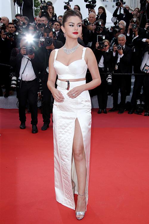 Selena Gomez được khen về diện mạo đẹp xuất sắc tại LHP Cannes - 2