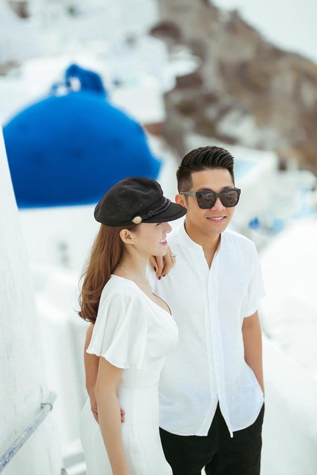<p> Gần hai tuần sau lễ cưới được tổ chức tại TP Pleiku, Lê Hà cùng ông xã Trần Hiếu thu xếp công việc, đưa nhau đi hưởng trăng mật ở châu Âu.</p>