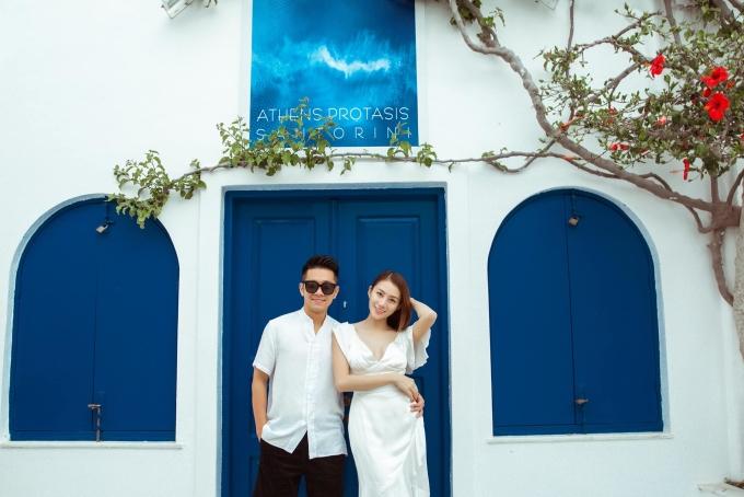 <p> Thông tin người mẫu Lê Hà theo chồng bỏ cuộc chơi được người hâm mộ rỉ tai nhau từ đầu năm 2018, song chân dài sinh năm 1993 phủ nhận. Mãi đến giữa tháng 7/2018, cô mới tiết lộ về hôn lễ.</p>