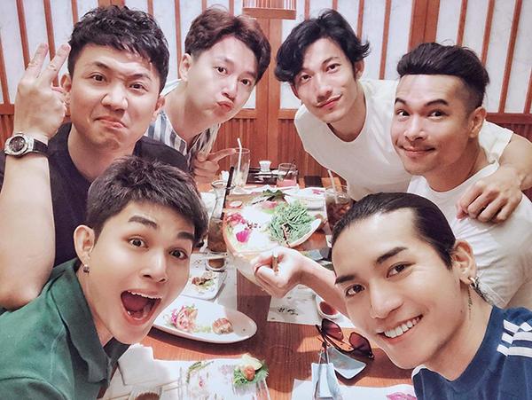 6 chàng trai của Chạy đi chờ đi rủ nhau đi ăn, bỏ rơi nữ nhân duy nhất là Ninh Dương Lan Ngọc.