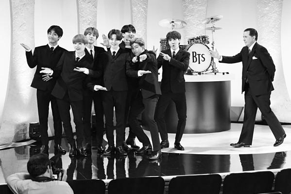 Sự xuất hiện của BTS...