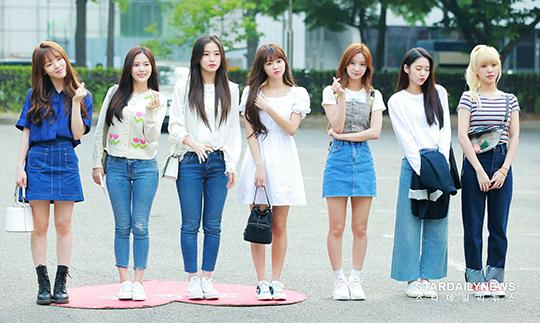 Oh My Girl vừa giành chiến thắng đầu tiên trên sân khấu M!Countdown nhưng nhóm không được nhận cúp trực tiếp vì đài Mnet tính nhầm điểm, thông báo Nuest là người chiến thắng. Người hâm mộ đang vô cùng bức xúc trước sai lầm của nhà sản xuất.