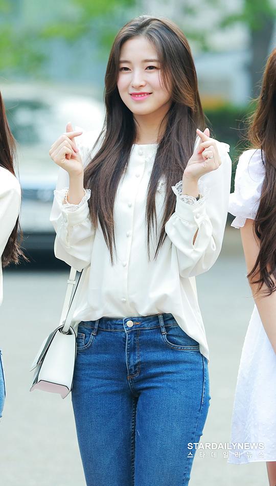 Nữ idol sinh năm 1999 không còn là cô bé má bánh bao cute mà ngày càng trưởng thành, mang nét đẹp trong sáng như mối tình đầu.