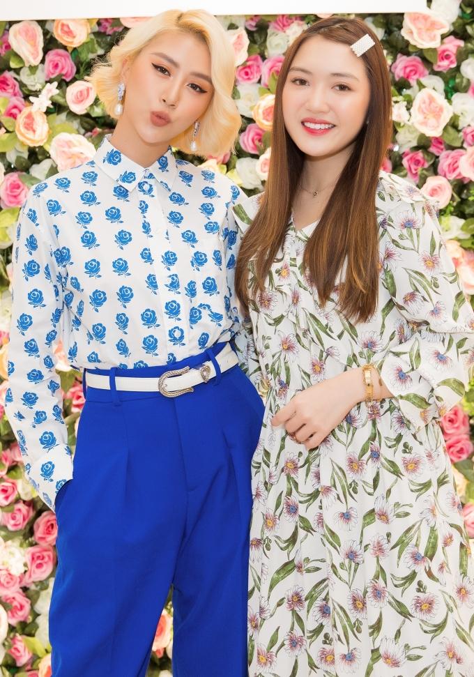<p> Quỳnh Anh Shyn tự tin đọ dáng với beauty blogger Chloe Nguyễn. Hai cô nàng có phong cách đối lập nhau.</p>