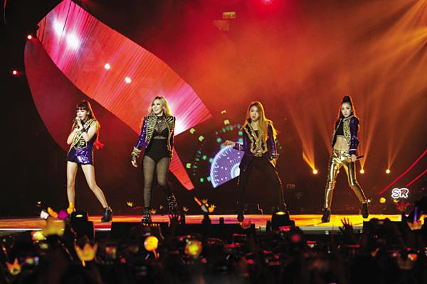 Lần cuối cùng 2NE1 xuất hiện là tại sân khấu MAMA ngày 2/12/2015.