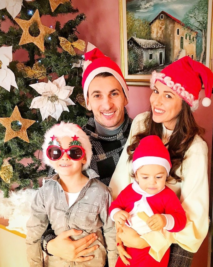 <p> Gordan Bunoza đã có vợ và hai cậu con trai kháu khỉnh. Những giây phút được nghỉ ngơi ông bố trẻ thường dành thời gian bên vợ và các con.</p>