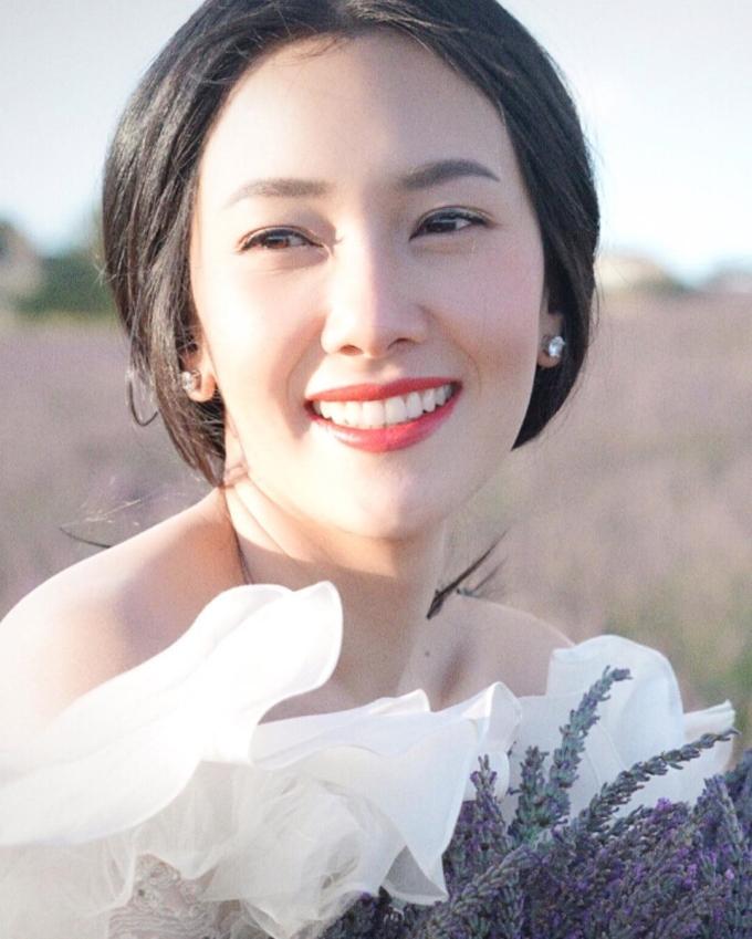 """<p> <strong>7. Nune Woranuch</strong><br /> Nune Woranuch được mệnh danh là """"Kim Hee Sun Thái Lan"""" bởi gương mặt có nhiều nét giống nữ diễn viên tên tuổi xứ Hàn. Năm nay đã 38 tuổi, Nune vẫn giữ được nhan sắc rạng rỡ. Nhiều người hâm mộ gọi cô là đệ nhất mỹ nhân xứ chùa vàng.</p>"""