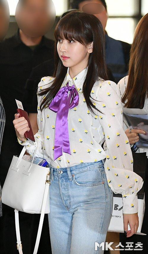 Mina nổi tiếng với khí chất tiểu thư trong mọi trường hợp.