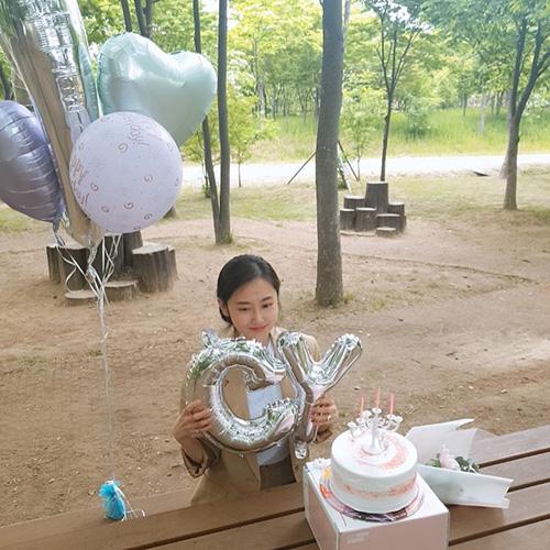 Cựu thành viên 4Minute Ga Yoon tổ chức buổi sinh nhật tuổi 30ở giữa khung cảnh thiên nhiên yên bình.