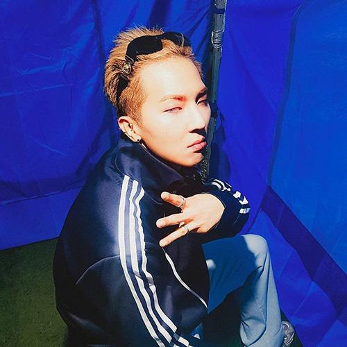 Mino (Winner) khiến fan khó hiểu khi đăng tấm ảnh đôi mắt lờ đờ.