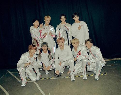 NCT đang tổ chức tour concert ở Mỹ và thu hút lượng lớn fan quốc tế.