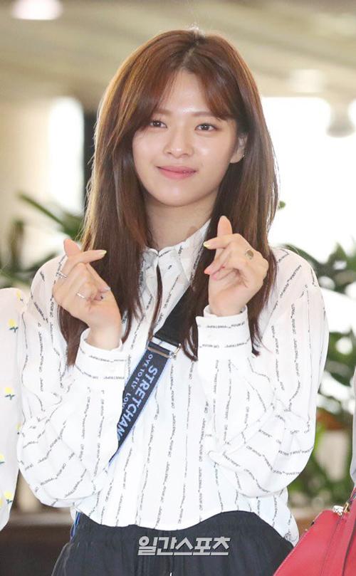 Jeong Yeon ngày càng xinh đẹp, được khen có khí chất giống Jun Ji Hyun khi để tóc dài.