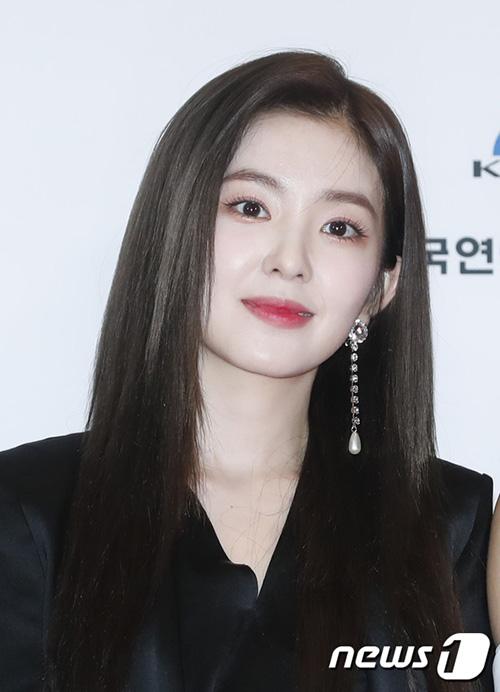 Irene đẹp hoàn hảo cả trong những bức ảnh chụp cập mặt.