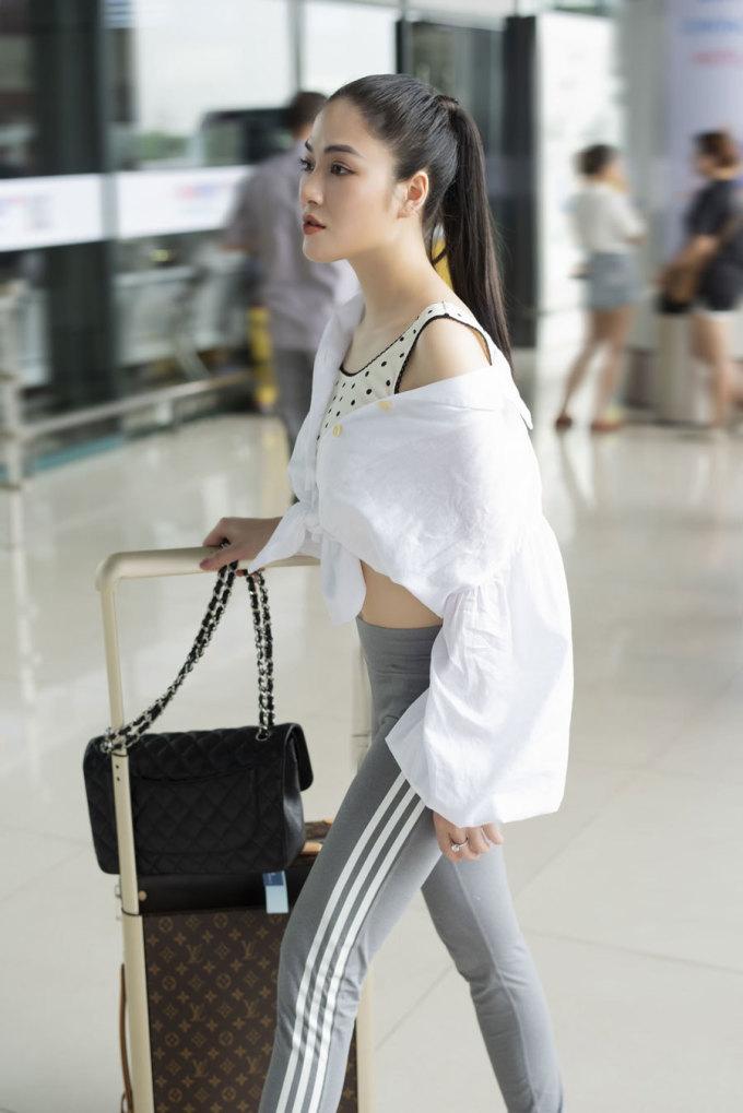 <p> Tuyết Nga sinh năm 1991 tại Thanh Hóa. Cô hiện là sinh viên chuyên ngành Thính phòng của Học viện Âm nhạc Quốc gia Việt Nam.</p>