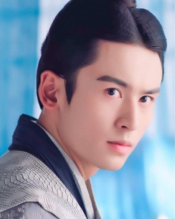 <p> Trước khi nổi tiếng với Vân tịch truyện, Trương Triết Hạn từng khiến khán giả nhớ mặt qua các tác phẩm như<em> Lang Nha bảng,Ban Thục truyền kỳ,Cung Tỏa liên thành....</em></p>