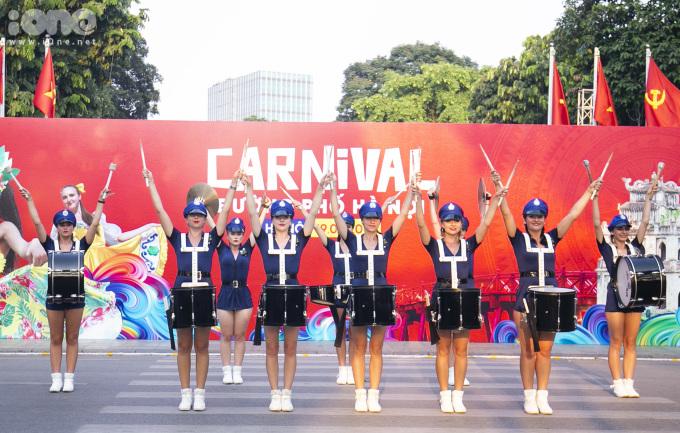 <p> Lễ hội Carnaval có sự tham gia của các nghệ sĩ đến từ nhiều quốc gia khác nhau.</p> <p> </p>