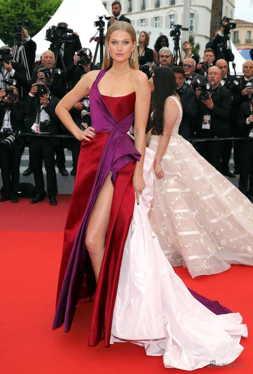 siêu mẫu Đức Toni Garrn